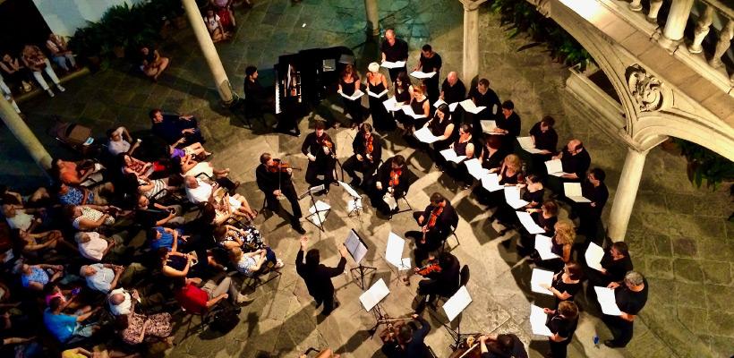 Actividades culturales del real colegio mayor san bartolomé y santiago, concierto en el patio
