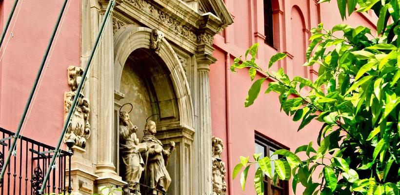 Fachada del Real Colegio Mayor San Bartolomé y Santiago, Granada