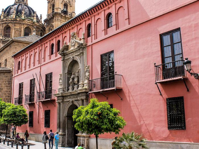 Real Colegio Mayor San Bartolomé y Santiago desde Calle San Jerónimo, Granada