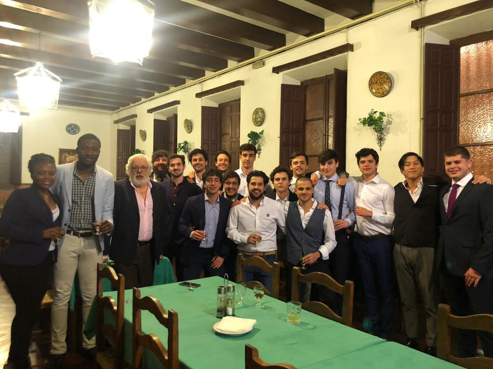 Cena de despedida del Real Colegio Mayor San Bartolomé y Santiago, durante el Confinamiento, residencia de estudiantes en Granada