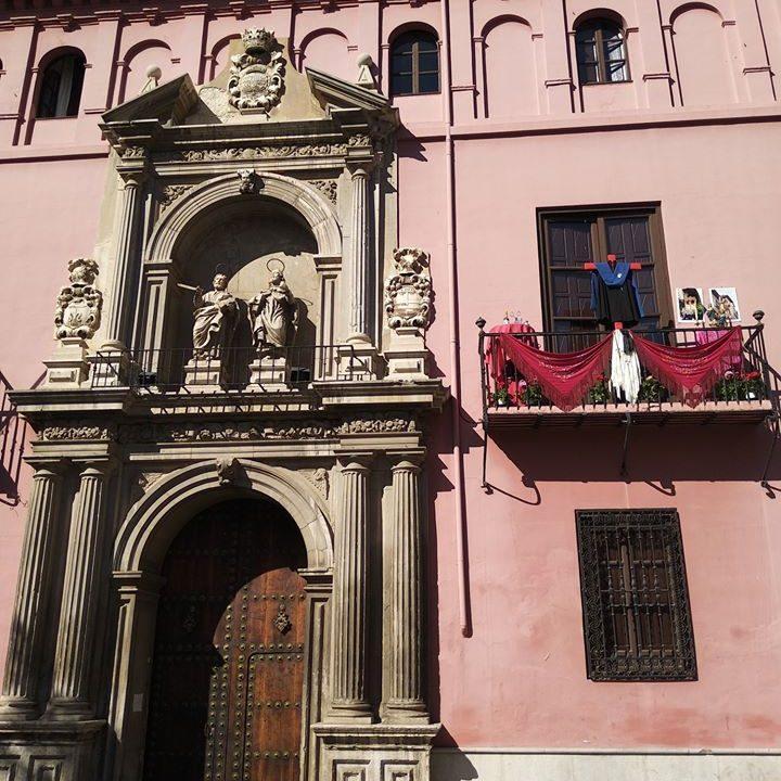 Día de la Cruz en el Real Colegio Mayor San Bartolomé y Santiago, durante el confinamiento